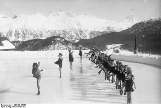 St. Moritz, Kinder beim Eislauf